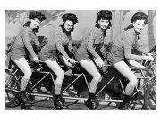 Fototapeta na zeď Ženy na kole | MS-5-0260 | 375x250 cm Fototapety